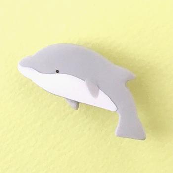 SHIKKAのブローチ。イルカ。