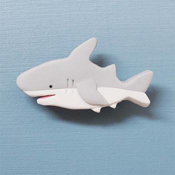 SHIKKAのブローチ。サメ。