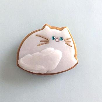 SHIKKAのブローチ。mokomoko白猫。
