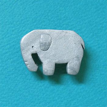 SHIKKAのブローチ。ゾウ。