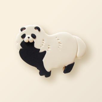 SHIKKA北海道の動物シリーズ。エゾタヌキのブローチ。