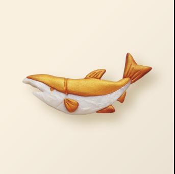 SHIKKA北海道の動物シリーズ。鮭ゴールドのブローチ。