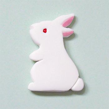 SHIKKAのブローチ。ウサギ。