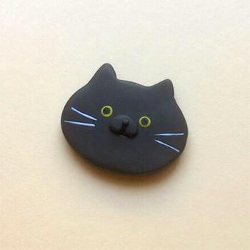 SHIKKAのブローチ。黒猫。