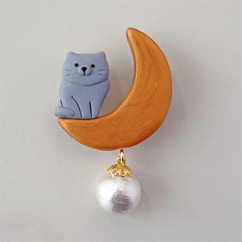 SHIKKAのブローチ。月ネコグレー。